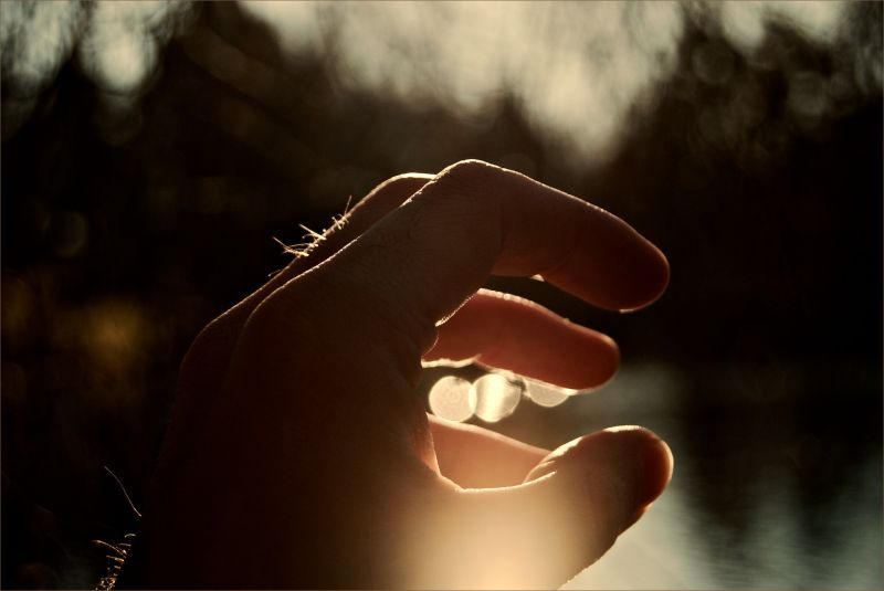 hand in front of a lake