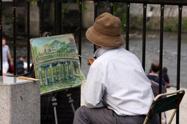 A man painting Sanjo Bridge