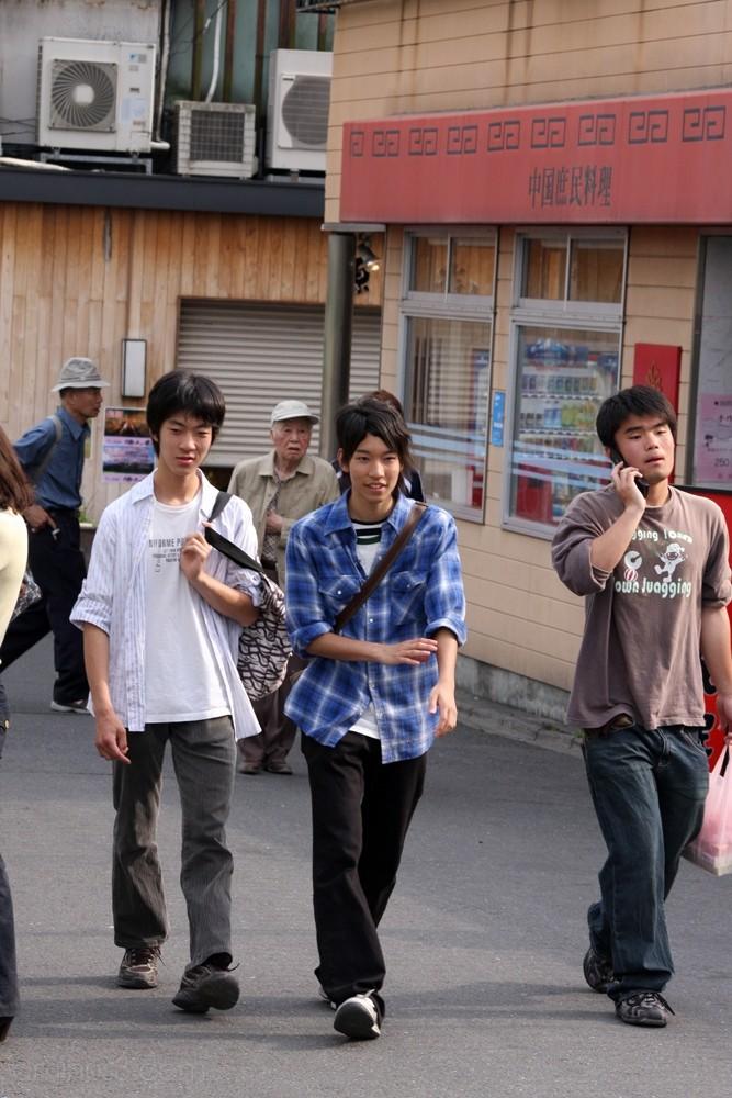 Some guys walking up to Sanjo