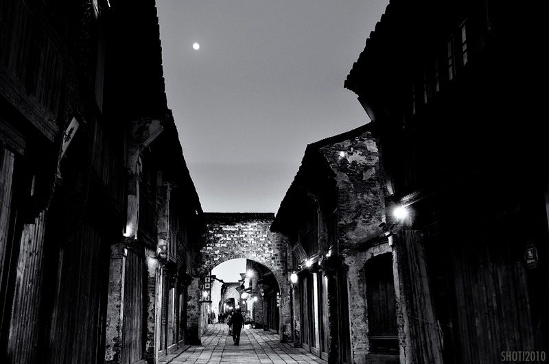 Moonrise over Wuzhen