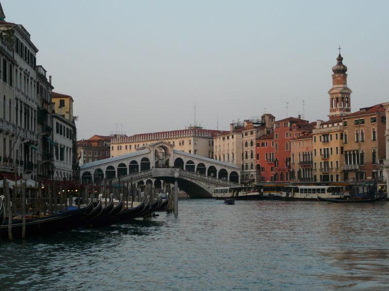 Pont du Rialto et Gondoles ... au soleil couchant
