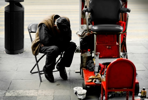 Shoe shiner takes a break, downtown D.F.