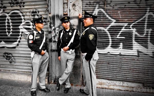Police on Lazaro Cardenas Ave, Mexico City.