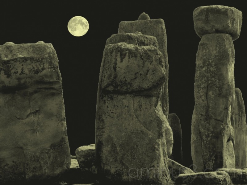 Stonehenge by night !!??