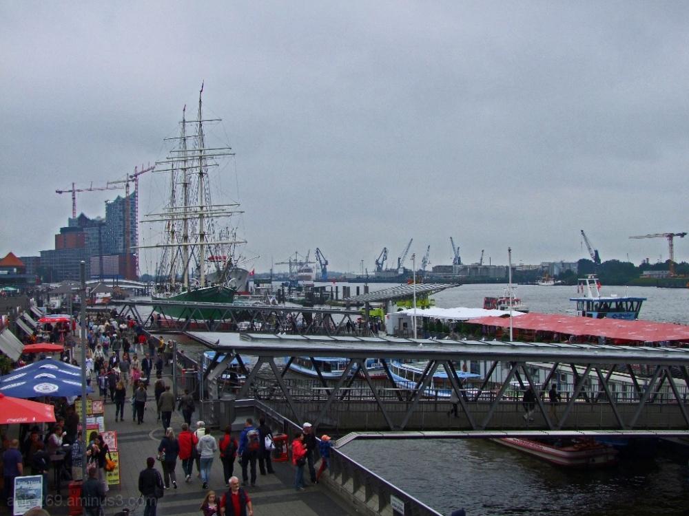 St. Pauli landing piers