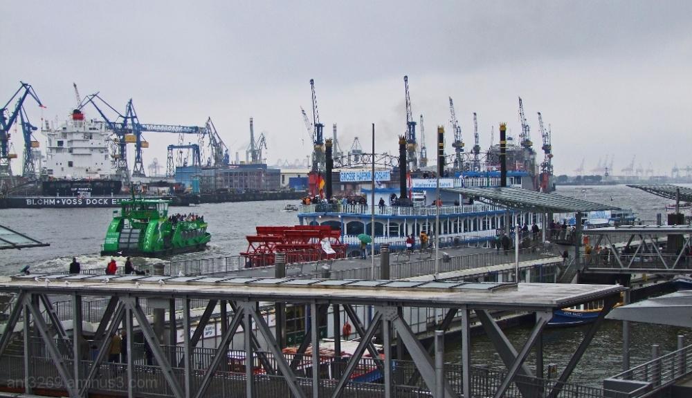 Landing piers