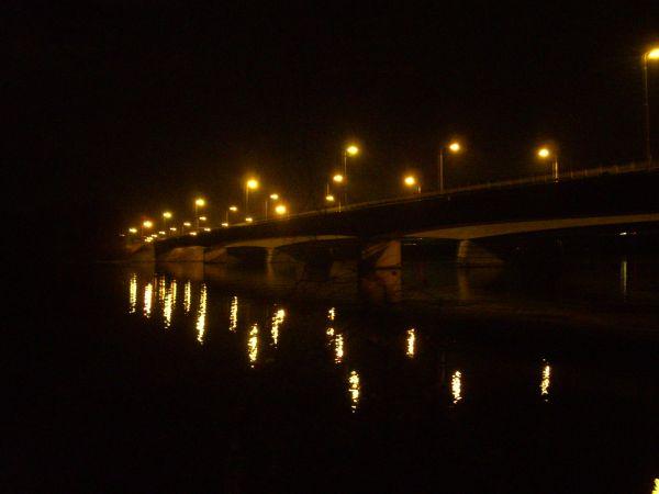 silta yöllä