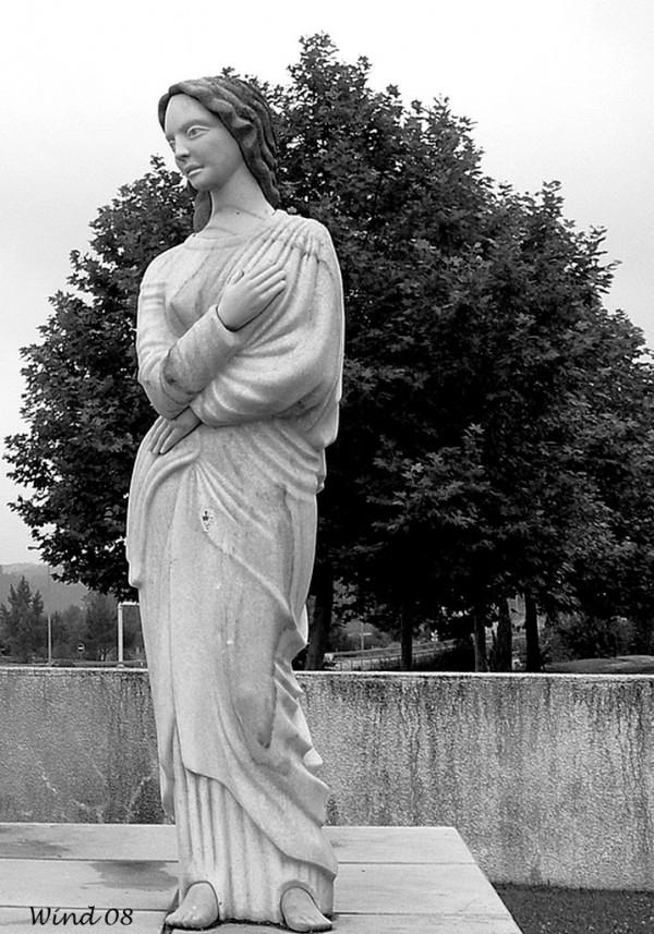 Estátua da Rainha Santa Isabel