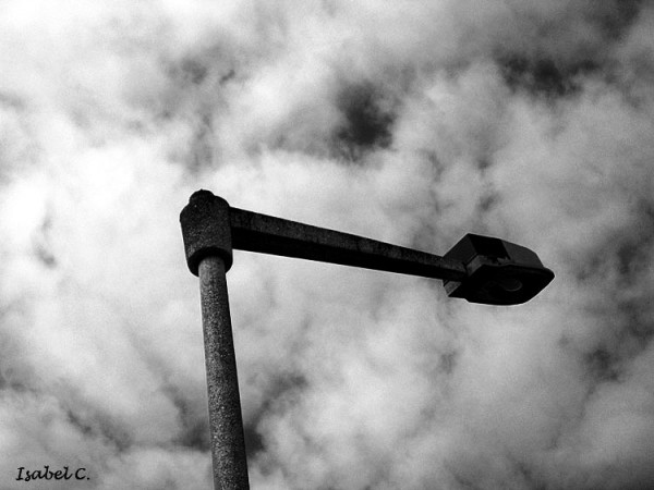 Candeeiro e nuvens