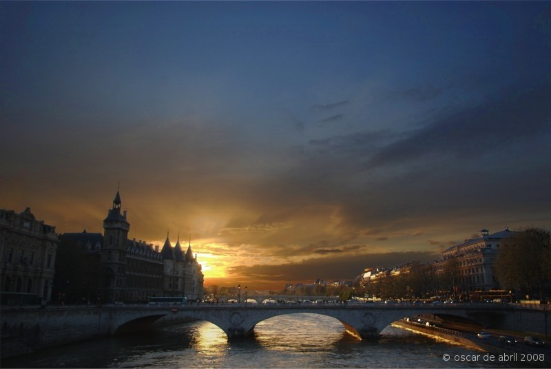 Sunset in the river Siene, Paris
