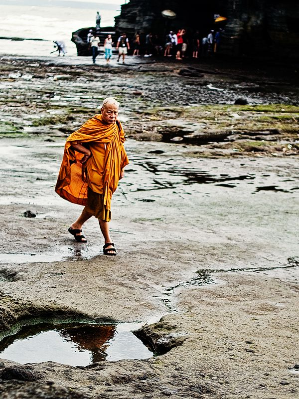Monk leaving Pura Tanah Lot