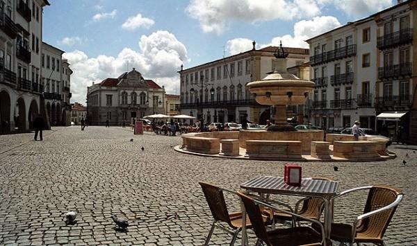 Praça do Giraldo in the city of Évora, Portugal.