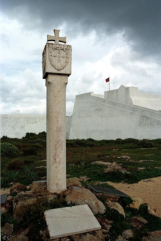 Monument to portuguese discoveries in Sagres.