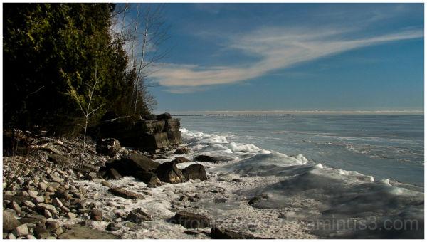 The frozen shores of lake Ontario