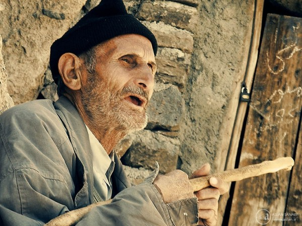 old man in kandevan