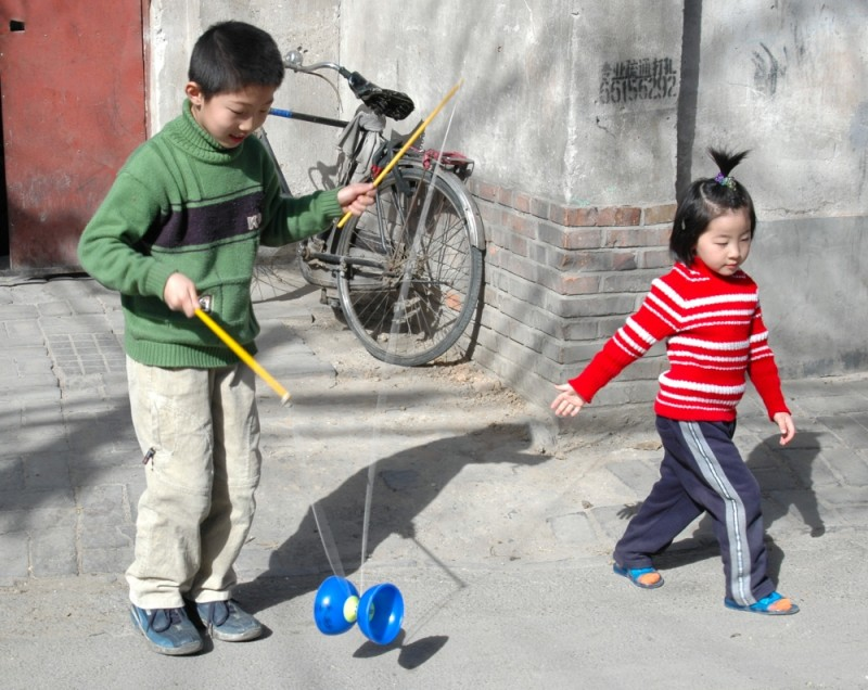 Children playing in the Hutongs