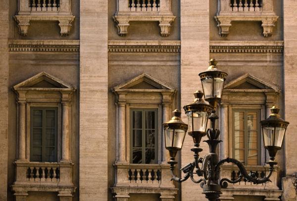 A la plaça hi ha més que la Fontana