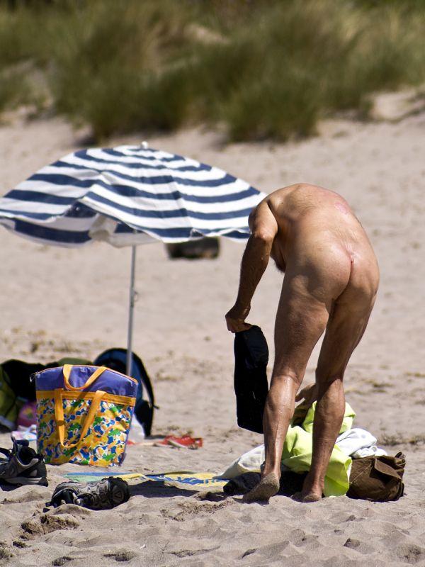El nudisme no té edat (Algaiarens-Menorca)