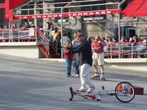 Juggler's streetshow at Place Jacques-Cartier