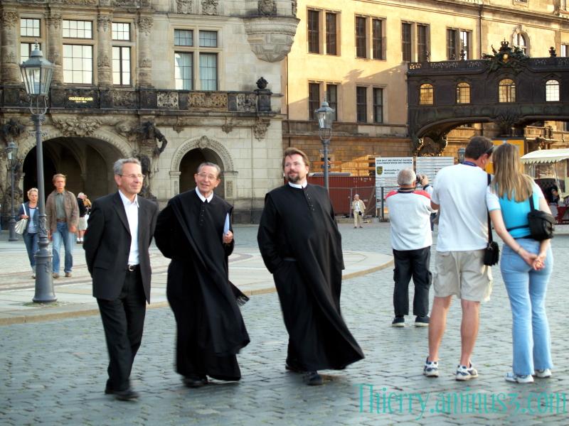 Prêtres à Dresde