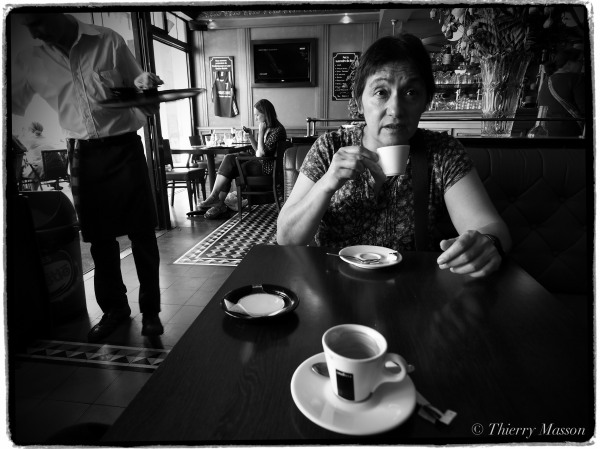 Frédérique au café