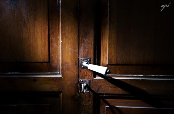 ... y abre la puerta.