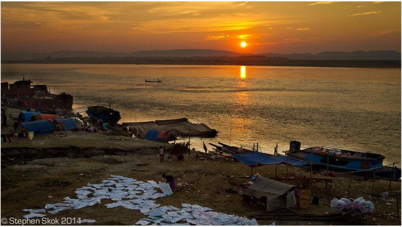 Burma Myanmar Mandalay sunset Irrawaddy squatters
