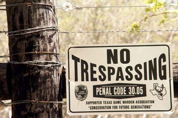 no trespassing electric fence