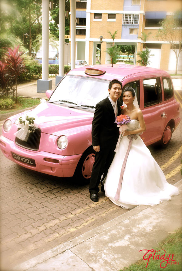 groom & bride & car