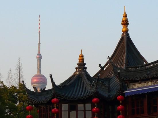 Yu Yuan Garden y de fondo The Tv Tower.