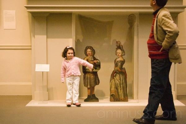 Child delights in met art