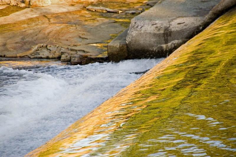 river dam mooers