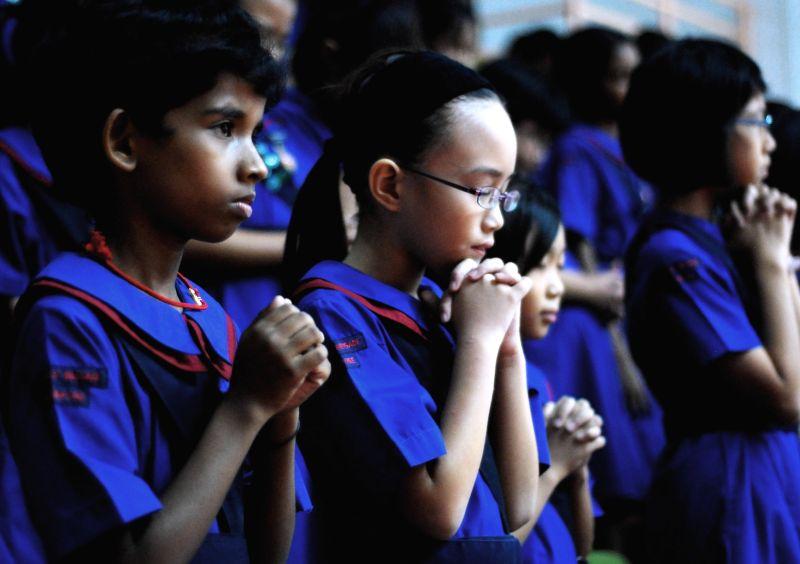 child, praying, GB, girls, church
