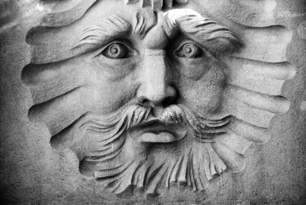 Face in the wall, sculpture in black and white