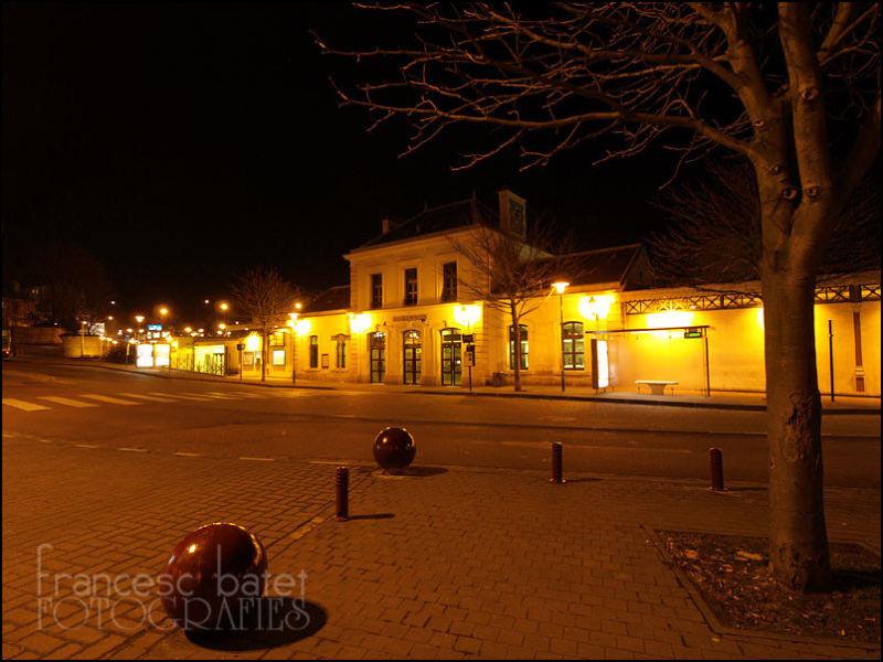 Une gare, la nuit...