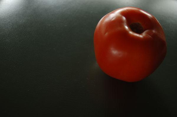 Regarde le seul tomate...