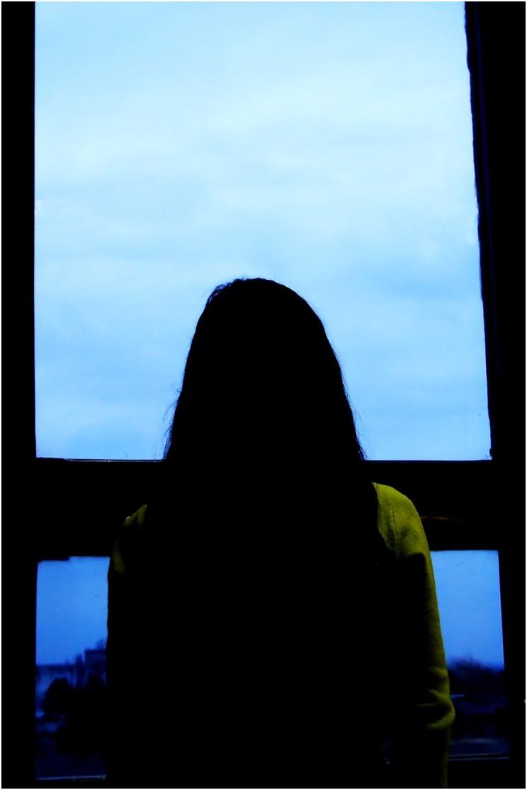 valenttin alone roxana window