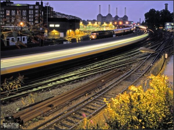 trains entering victoria station london