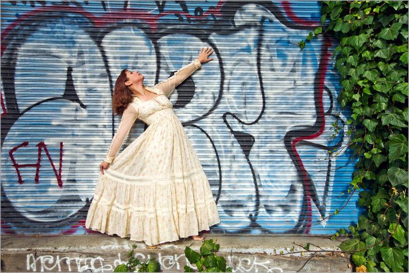 Revina Gunne-Sax dress on street stage