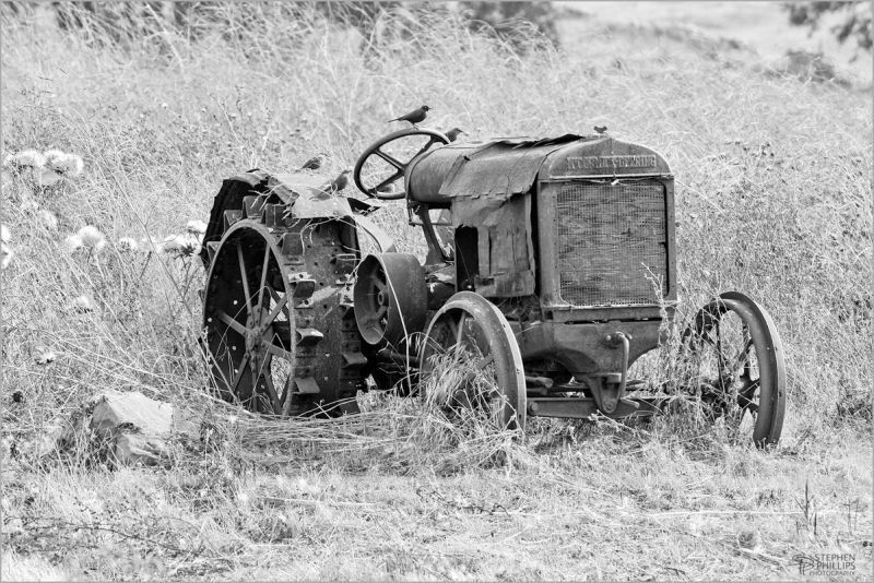 Tractor rusting field