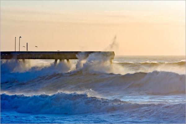 Large tidal surge waves California Coast