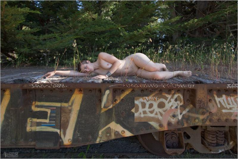machaon nude on the rail car
