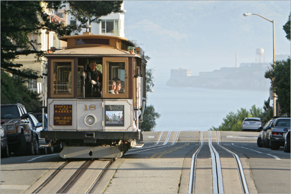 Cable car at the top of Russian Hill
