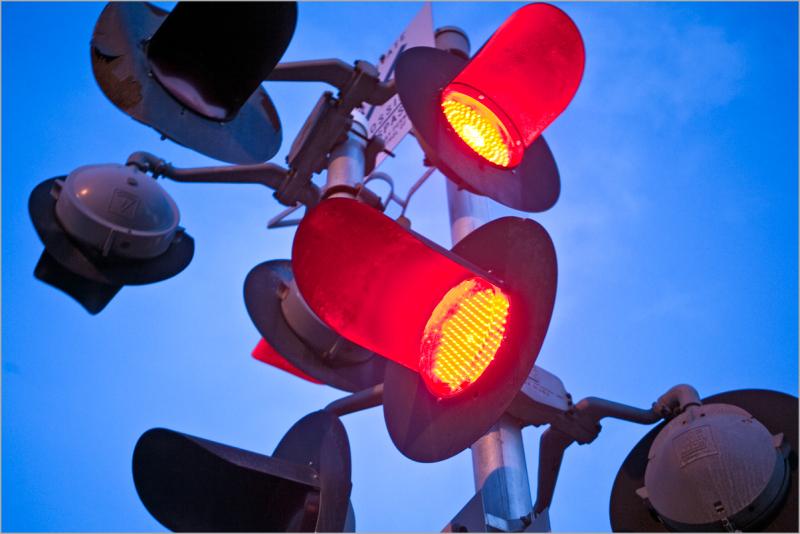 railroad crossing gate lights