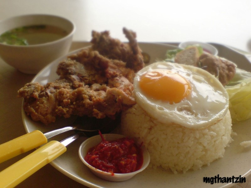 Nasi Ayam Penyet (Rice with Smashed Chicken)