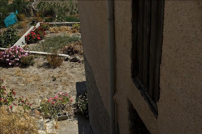 house and garden tripiti milos island