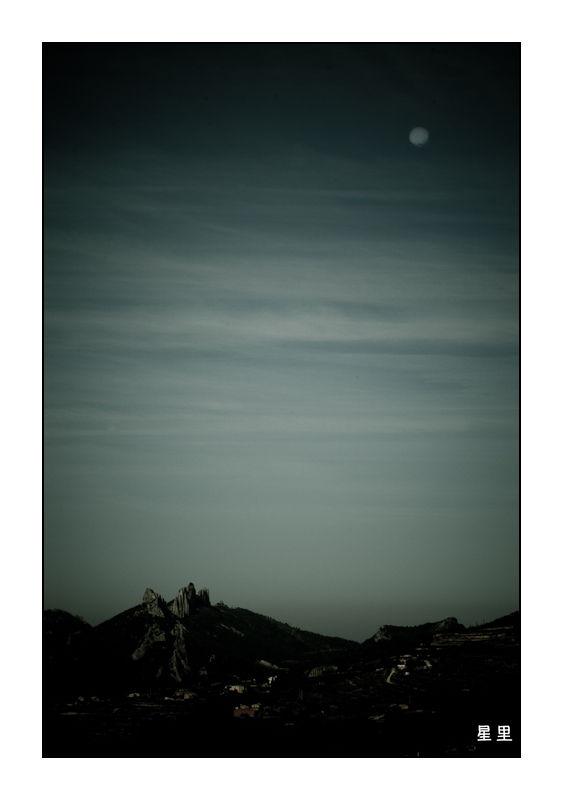 Moon over the Dentellles