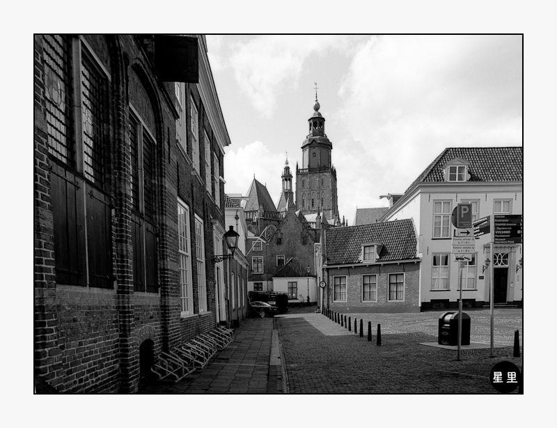 Zutphen: The St. Walburgiskerk from the market