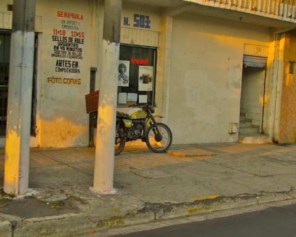 A motorcycle parked in San Salvador.