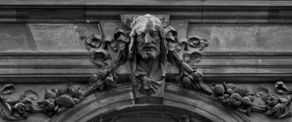 A sculpted face on the Vienna Ethnologic Museum.